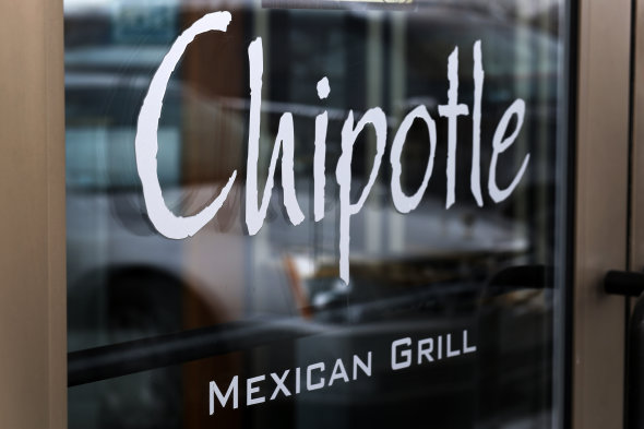 """Chipotle """"very interested"""" in Apple Pay"""