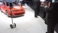 Volkswagen replaces booth babes with iPad-centric robot at 2015 Detroit Auto Show