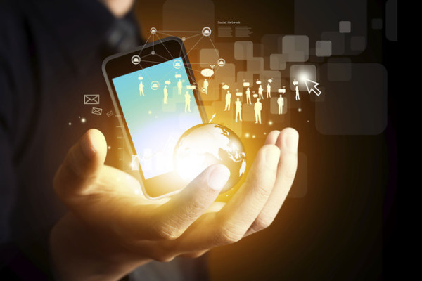CIOS ASSESS HOW APPLE AND GOOGLE APPROACH ENTERPRISE APPS
