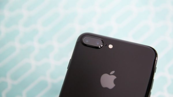 Uh-oh, looks like the iPhone 8 won't have a fingerprint sensor under the screen